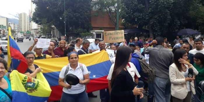 Protestas frete a la maternidad
