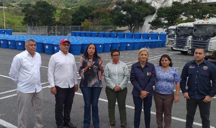 entregan_mil_tanques_de_agua_para_hospitales_y_centros_educativos_de_caracas